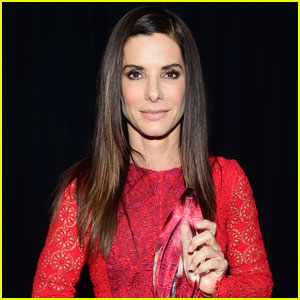 Sandra Bullock Gushes Over Her Son Louis During People's Choice Awards 2016 Speech (Video)