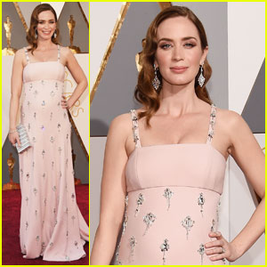 Emily Blunt Shows Off Tiny Baby Bump at Oscars 2016