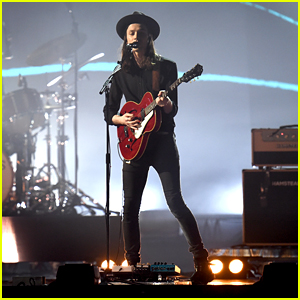 James Bay Performs 'Hold Back The River' at BRIT Awards 2016 - WATCH NOW!