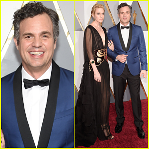 Mark Ruffalo Hits Oscars 2016 Red Carpet After Attending Sexual Abuse Protest!