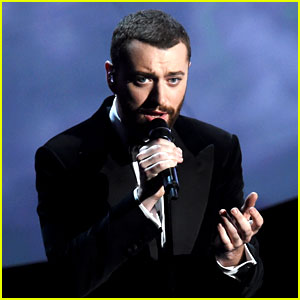 Sam Smith Performs James Bond Song at Oscars 2016 (Video)
