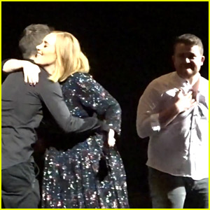 Adele Surprises Two Fans, Lets Them Sing On Stage (Video)