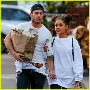 Ariana Grande & Boyfriend Ricky Alvarez Hold Hands While Grocery Shopping