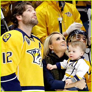Mike fisher breaking news photos and videos just jared for Mike fisher and carrie underwood baby