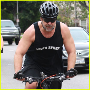 Russell Crowe Shows Off His Biceps During L.A. Bike Ride