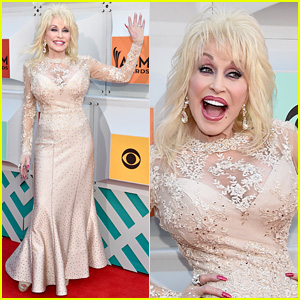 Dolly Parton Hits the ACM Awards 2016 Red Carpet Before Katy Perry Duet!