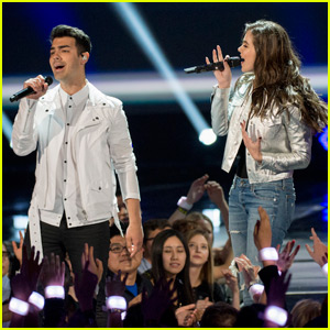 Hailee Steinfeld & DNCE Take the Stage at RDMA 2016