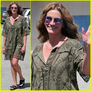 Julia Roberts Shows Off Mega-Watt Smile During Casual Outing