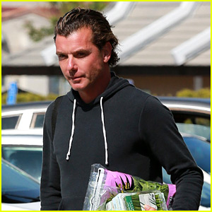 Gavin Rossdale Runs Some Mid-Week Errands with Friends