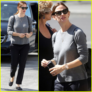 Jennifer Garner & Ben Affleck Take Family Trip To Paris