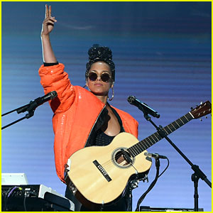 Alicia Keys' BET Awards 2016 Performance Video - Watch Now