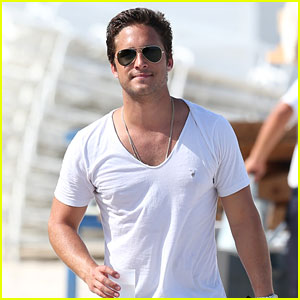 Diego Boneta Spends Another Day at the Beach!