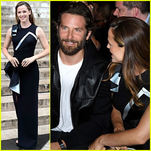 Bradley Cooper & Jennifer Garner Have an 'Alias' Reunion at Versace's Paris Show!