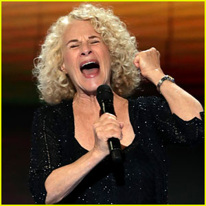 Carole King Sings 'You've Got a Friend' at DNC 2016 (Video)