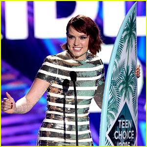 Daisy Ridley Wins Choice Movie Breakout Star at Teen Choice Awards 2016!