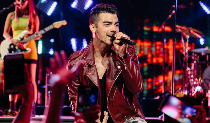 DNCE Performs 'Toothbrush' at Fourth of July Concert! (Video)