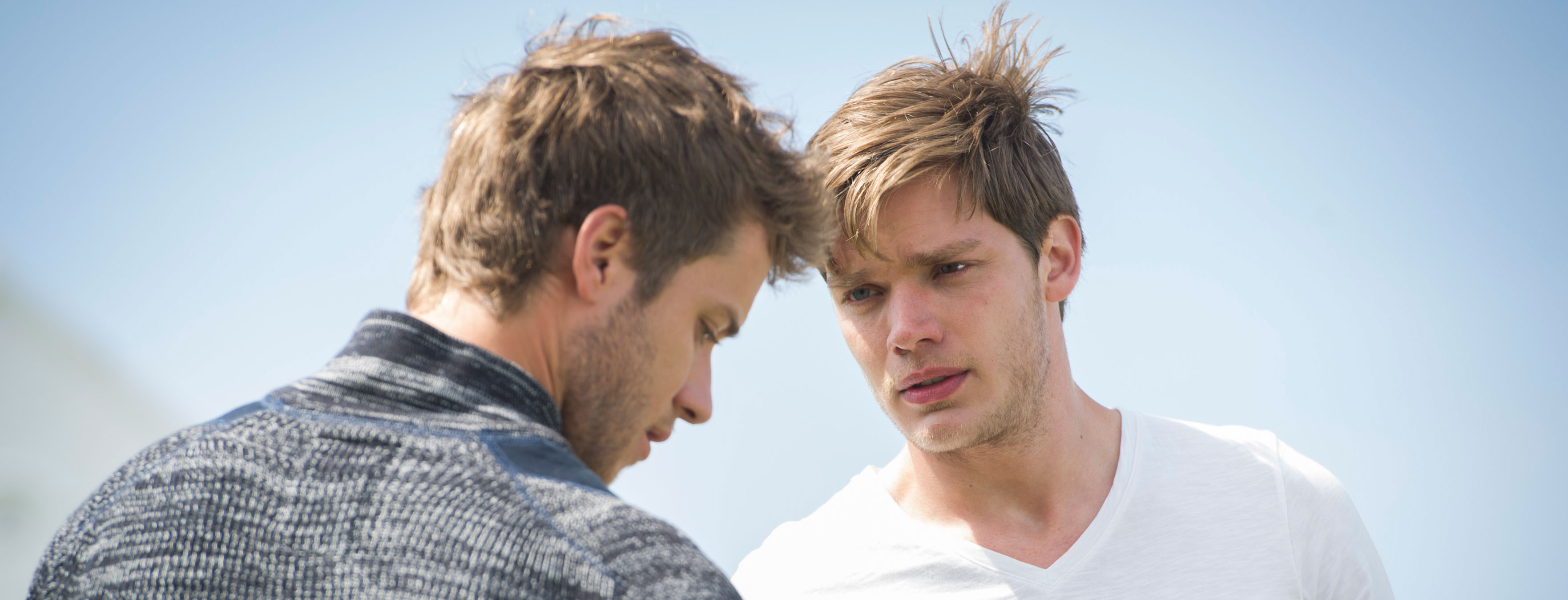 Dominic Sherwood & Jeremy Sumpter Share Heated Moment in ...