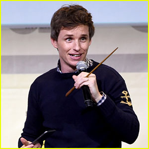 Eddie Redmayne Hands Out Free Wands at Comic-Con 2016!
