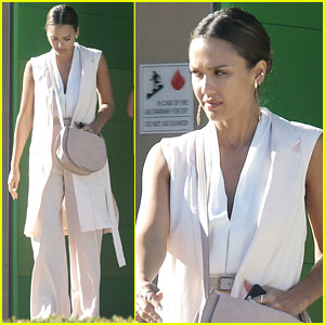 Jessica Alba Gets Back to Work After Her Hawaiian Vacation!