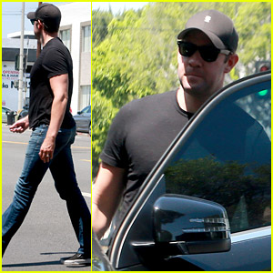 John Krasinski Steps Out After Announcing Daughter's Birth!