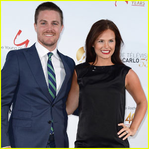 Stephen Amell Fires Back at Fan Saying His Marriage is Fake