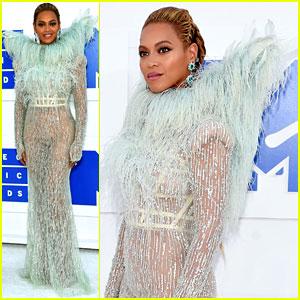 Beyonce Looks Like an Angel at MTV VMAs 2016!