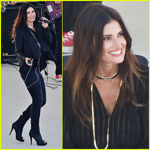 Idina Menzel Sings On the Set of 'Beaches' Remake