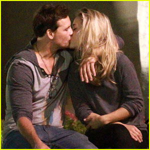 Peter Facinelli Kisses Mystery Blonde on Bowling Date