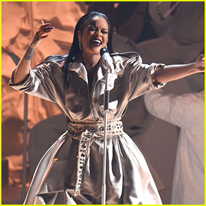 Rihanna Proves Her Vocal Power with Final VMAs 2016 Performance (Video)