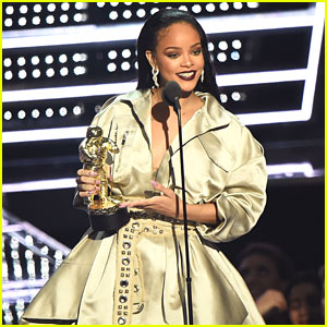 Watch Rihanna's VMAs Video Vanguard Award Speech (Video)