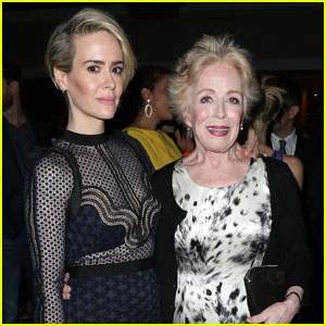 Sarah Paulson & Holland Taylor Couple Up for TCA Awards 2016