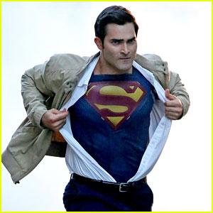tyler hoechlin films first scenes as superman for supergirl