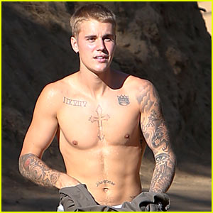 Justin Bieber Ditches His Shirt While Hiking!