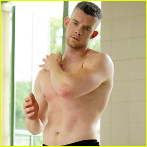 Russell Tovey Goes Shirtless for His 'Quantico' Debut