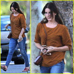 Lana Del Rey Spends The Afternoon Shopping