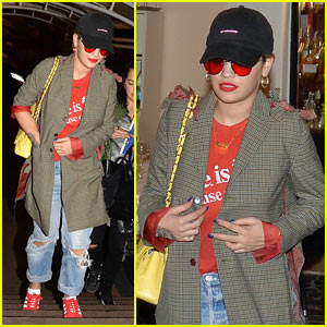Rita Ora Grabs a Late Night Dinner in Rome