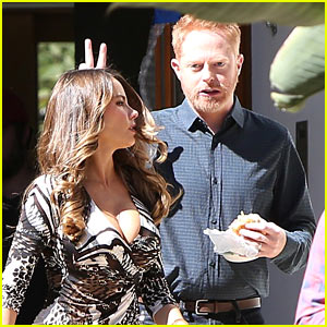 Sofia Vergara & Her 'Modern Family' Co-Stars Get Silly on Set!