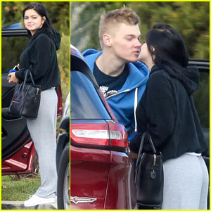 Ariel Winter & Levi Meaden Share PDA After Relationship Confirmation