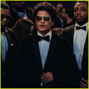 Bruno Mars Rocks the Runway at Victoria's Secret Fashion Show 2016