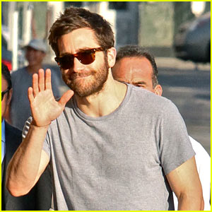 Jake Gyllenhaal greets fans as he arrives at a studio on Tuesday ...