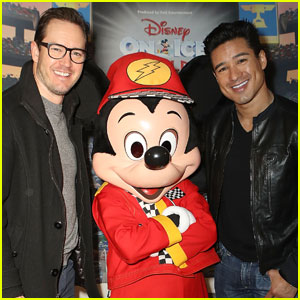 Mark-Paul Gosselaar & Mario Lopez Reunite at Disney on Ice!