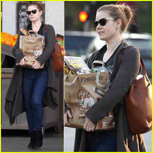 Amy Adams Stocks Up on Groceries in Beverly Hills