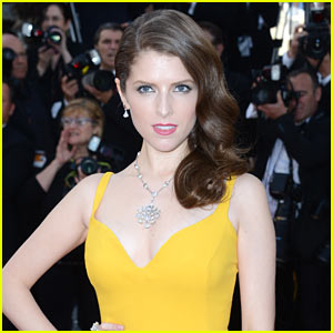 Anna Kendrick in Talks to Play Female Santa Claus in New Movie!