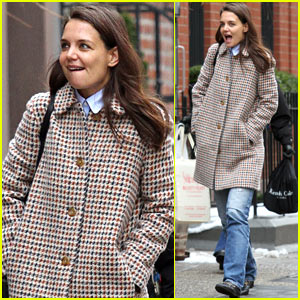 Katie Holmes Shares an Inside Look into Her 'Mom Purse'
