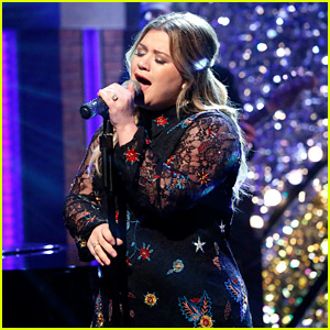 VIDEO: Kelly Clarkson's New Year's Eve 2017 Performance Will Start Your Year in Tears
