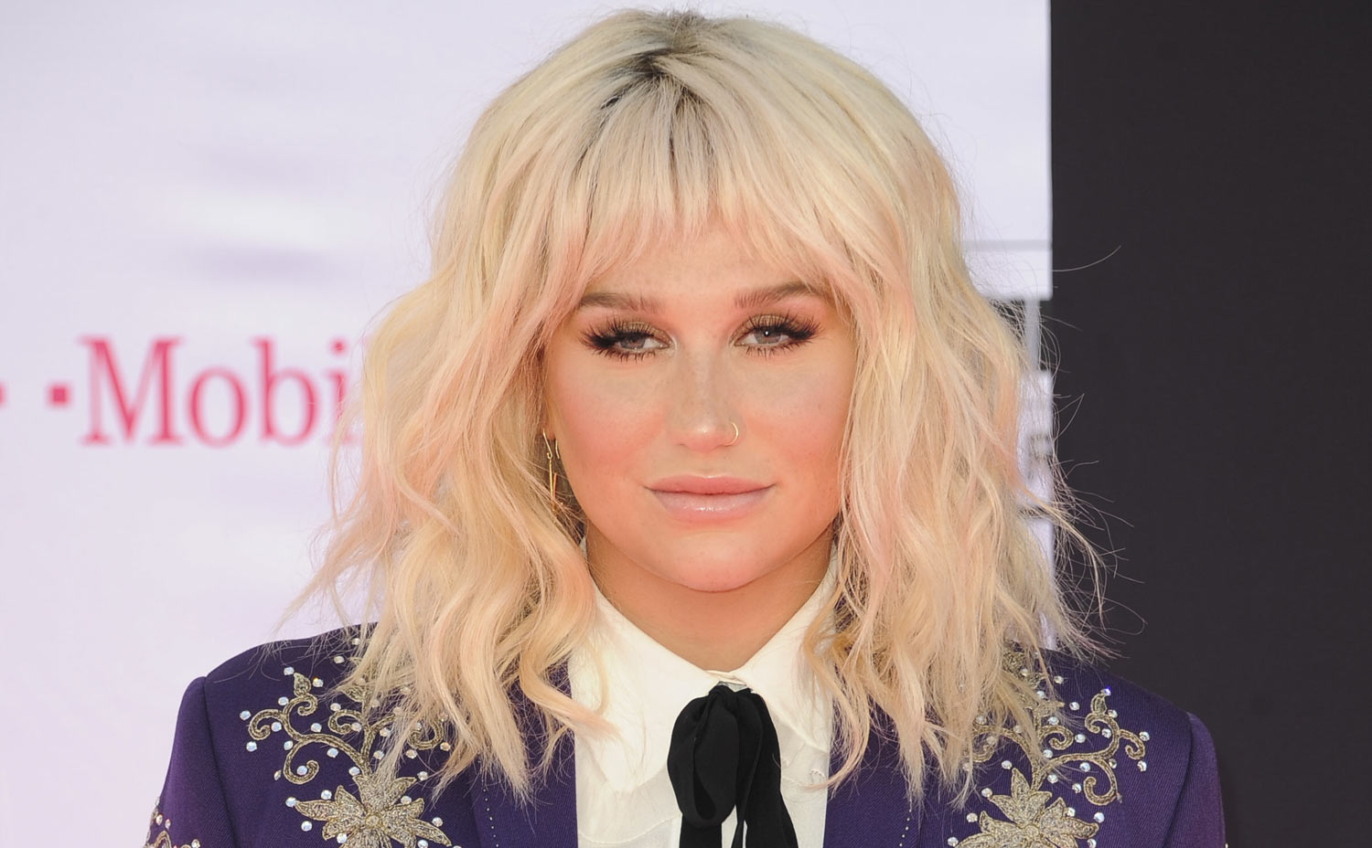 Kesha Breaks Down in N...
