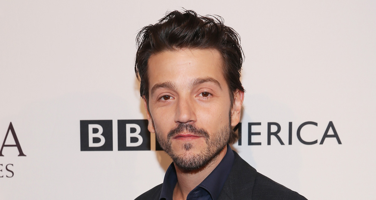 Diego Luna Attached to 'Scarface' Reboot as Director ... Kim Cattrall Toxic