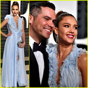 Jessica Alba & Husband Cash Warren Make a Cute Couple at Vanity Fair Oscars Party 2017!