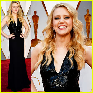 Kate McKinnon Keeps it Classy on the Oscars 2017 Red Carpet