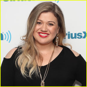 Kelly Clarkson Won't Be At Grammys 2017 - Find Out Why
